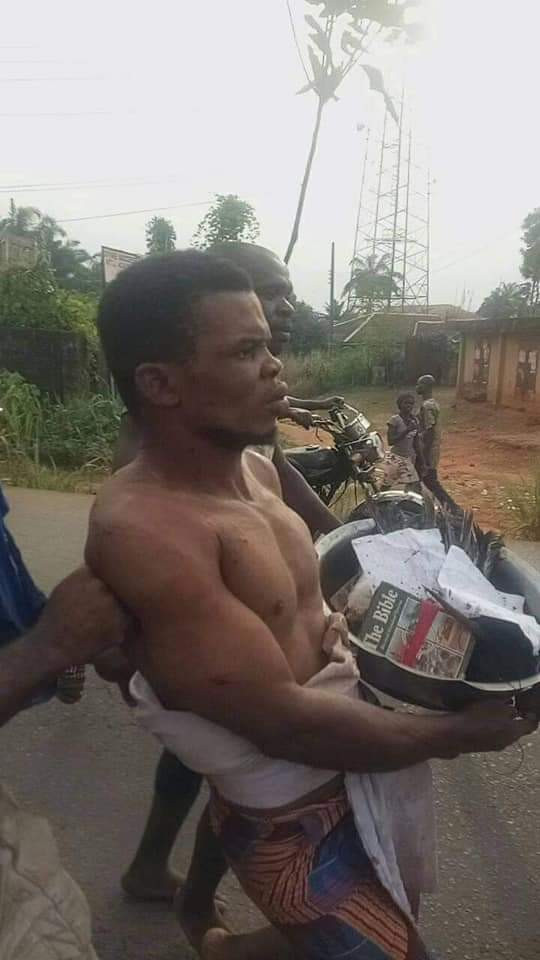 Villagers Mob Pastor Caught With Charms In Anambra 2